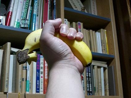 天高くバナナ美味い初夏