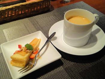 月読 コーヒー&ケーキ