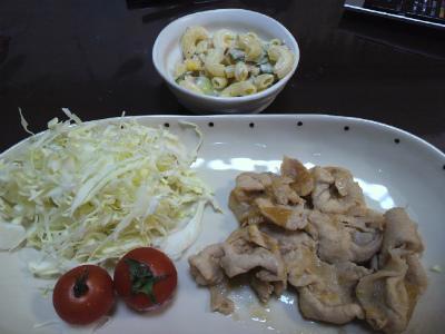 豚肉の生姜焼きとマカロニサラダ