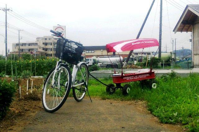幌つきラジオフライヤーを自転車で牽引