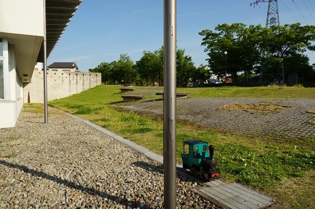この丘の上には、かつて、十日町・千手間の軽便鉄道が走ってました。