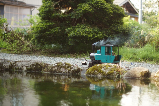 十日町のとある池の畔と、フォルテVer.MAZDA、走行中?