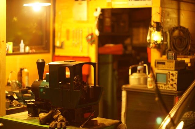 夜のヒノモトロータリーベースをNIKKOR-S Auto F 1.4 50mmで