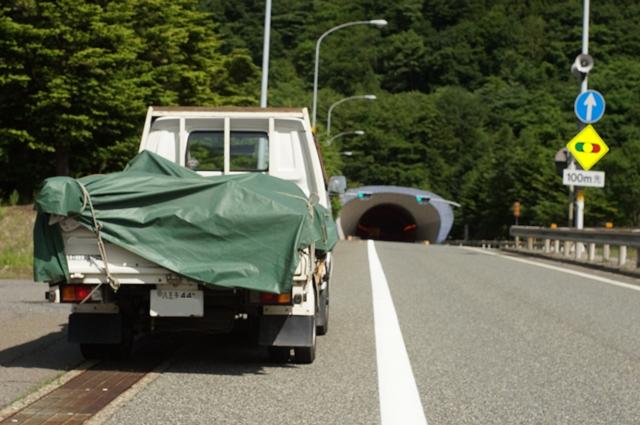 マツダボンゴ・関越トンネル前にて、休憩中