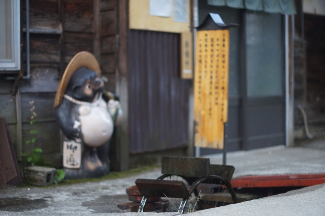 野沢温泉の狸と水車