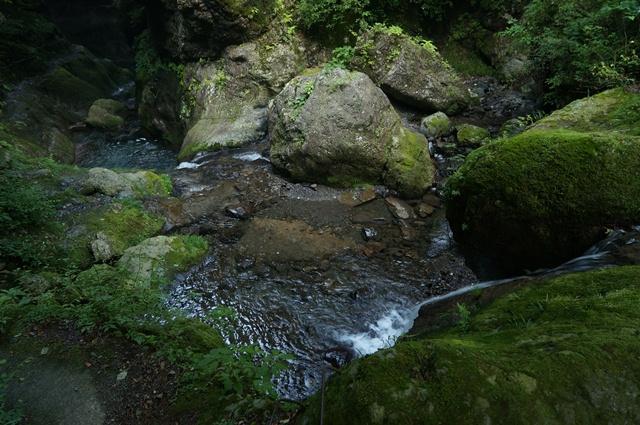 神戸岩の美しい渓流