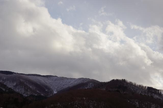西桑名川から見た秋と冬が入り混じった景色