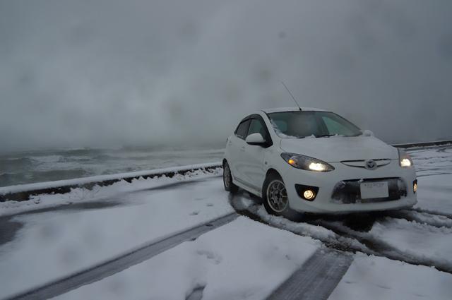 マツダスピードデミオト冬の日本海