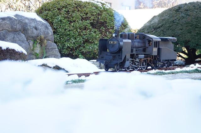雪とミニトレイン C56 129 残雪 日野