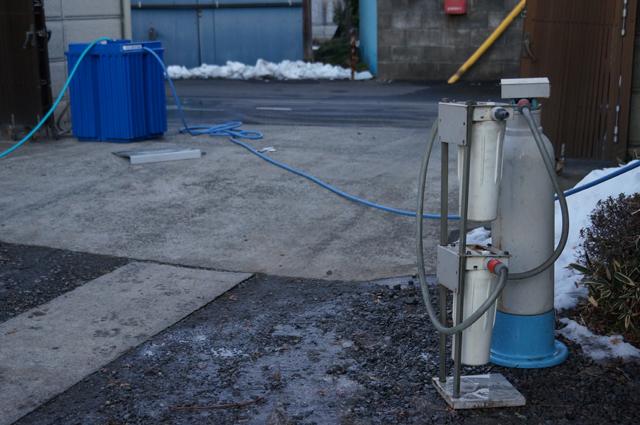 イオン交換樹脂の純水製造器とタンク