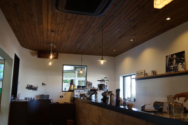 新金谷駅のカフェ、改札横