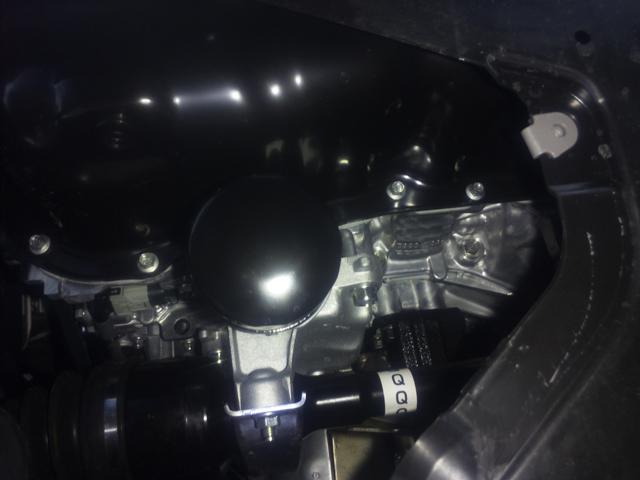 BMアクセラエンジンルームを下から見る