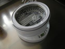 超音波洗浄器で洗う