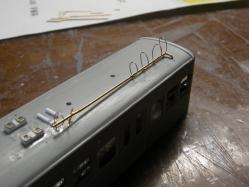 銅線を輪にして真鍮線を固定