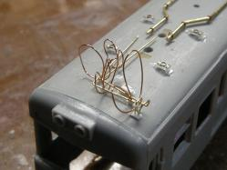 並行する配管も一本の銅線で固定