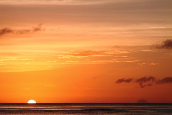 夕陽と横当島