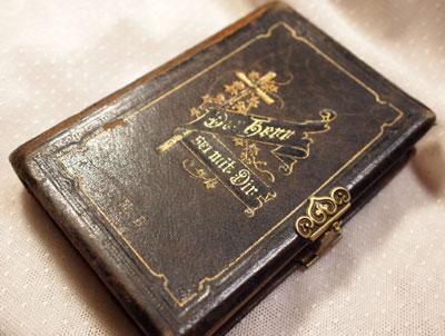 book_d1.jpg