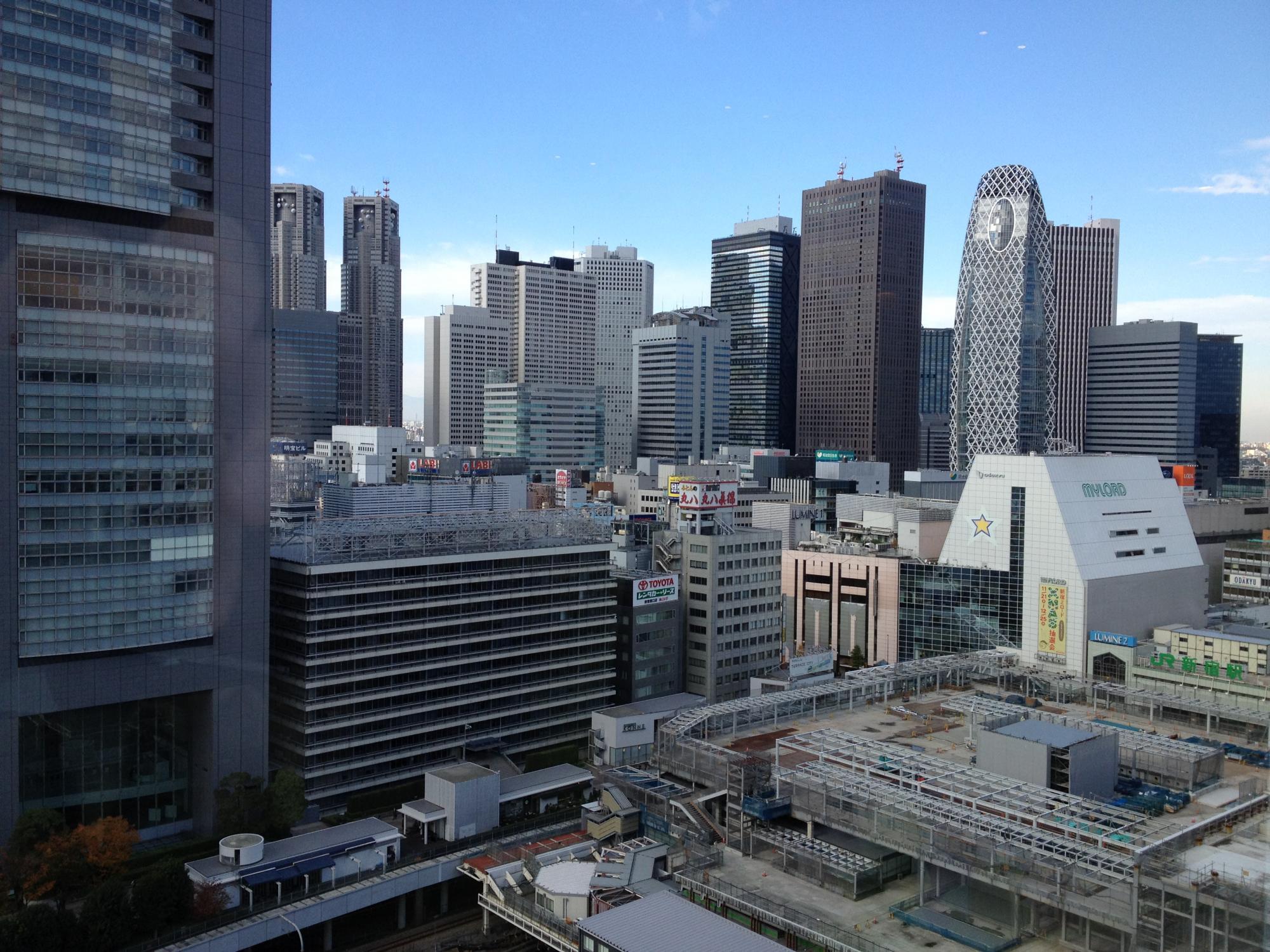 新宿タカシマヤから西を望む