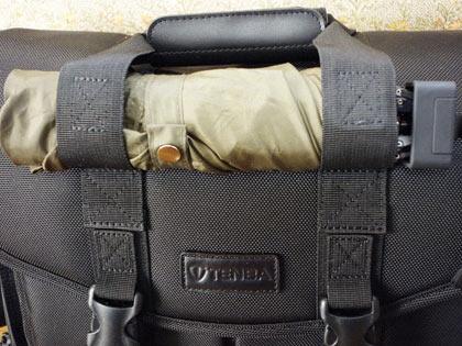テンバP415、持ち手部分の折り畳み傘収納。