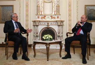 2013-01-26_Russia_シリア難民流入で資金援助 露、レバノンを支援01_23日、モスクワで会談するロシアのプーチン大統領(右)とスレイマン・レバノン大統領(AP)