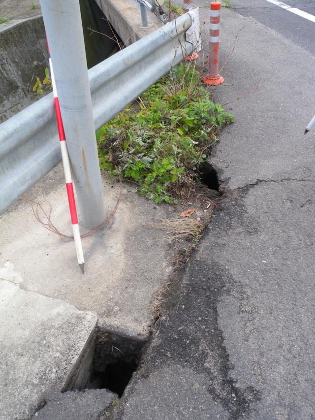 道路の穴2