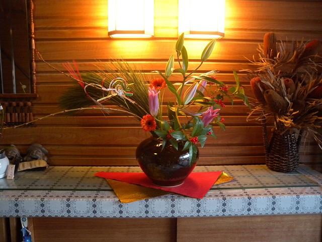 母屋の玄関花 お正月1