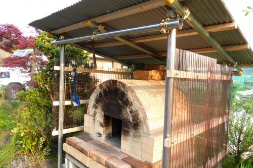 石窯に屋根ができました。
