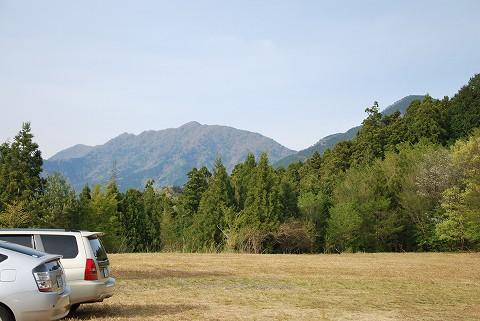 駐車場より岩岳山