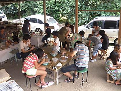 12親子で陶芸体験の様子1