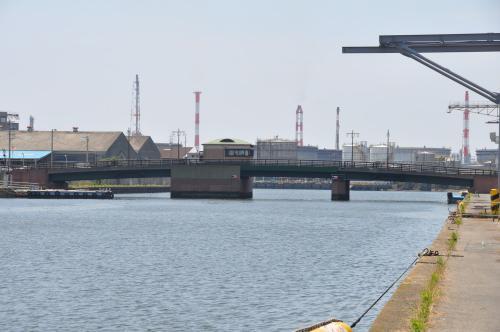 臨港橋は降りている