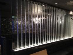 アクリルポール イン ガラス
