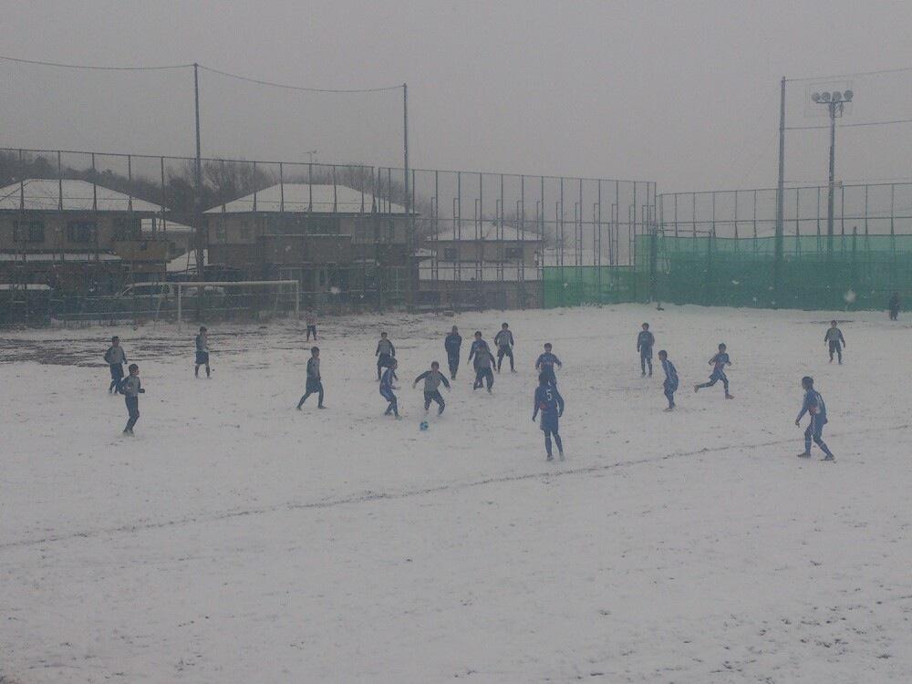 雪中サッカー