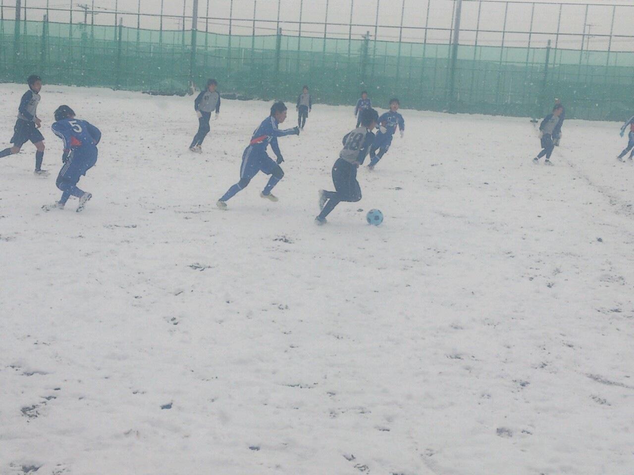 雪中サッカー①