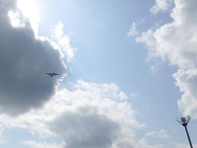 美らSUNビーチ-飛行機の通り道