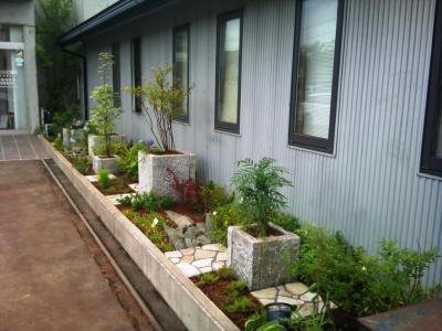 歯科医院のお庭完成です!