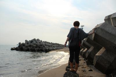 まりちゃんと朝の海1