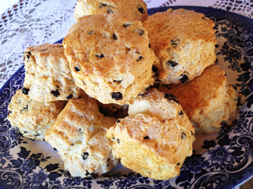 currants-scone.jpg