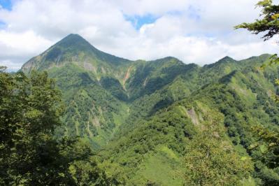 高妻山へ続く稜線