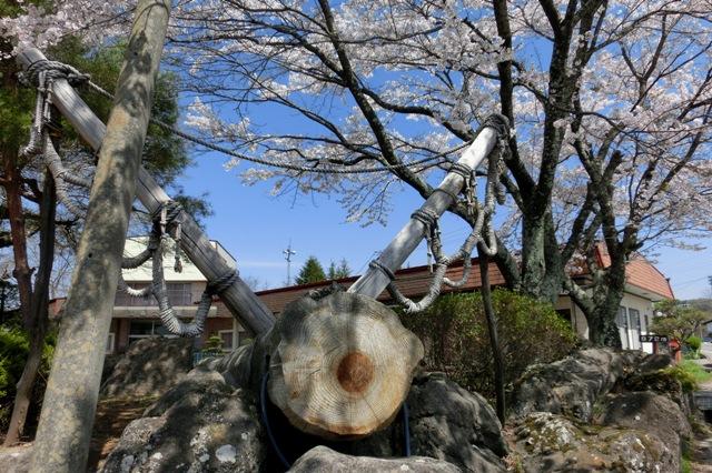 高森諏訪神社 小宮の御柱