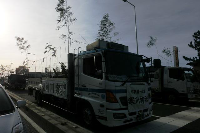 神輿を運んできたトラック