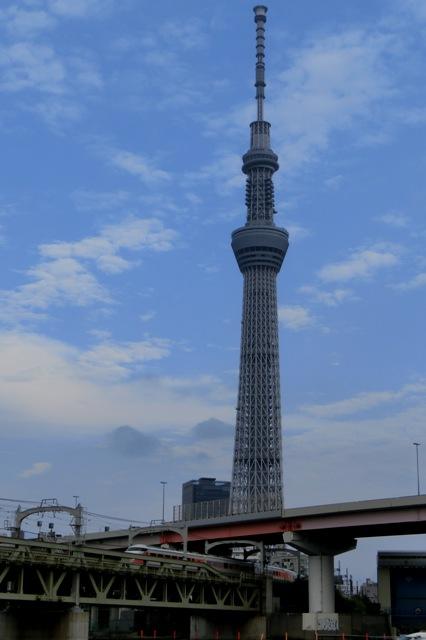 東京スカイツリーと東武鉄道スペーシア