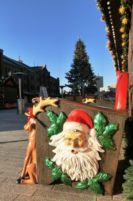 サンタのベンチとクリスマスツリー