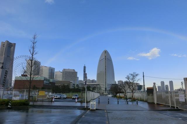 横浜ランドマークタワーと虹