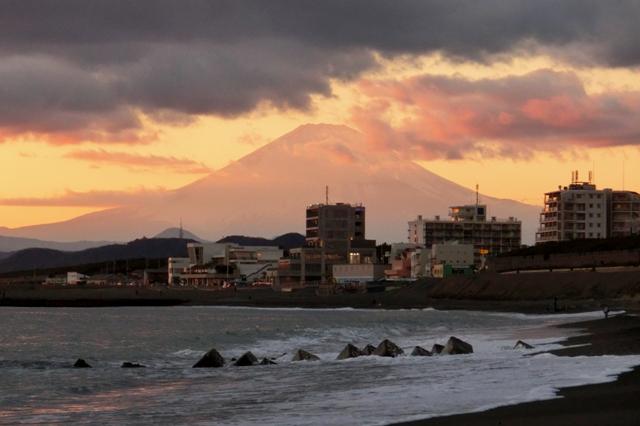 夕日を浴びて輝く赤富士