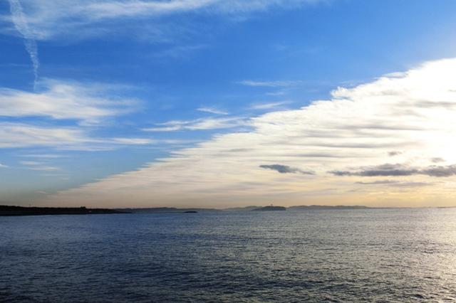 江ノ島と烏帽子岩