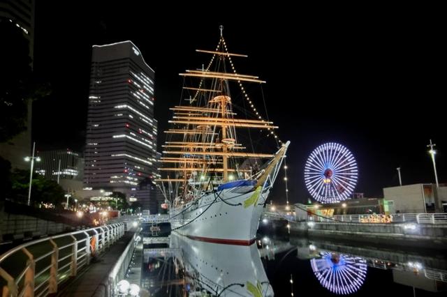 帆船日本丸ライトアップ