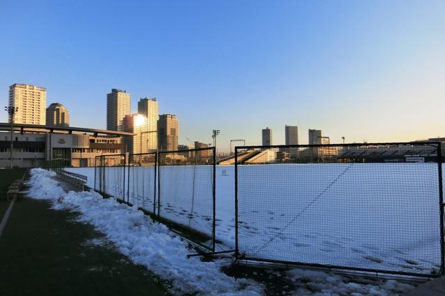 雪をかぶった横浜マリノス練習場