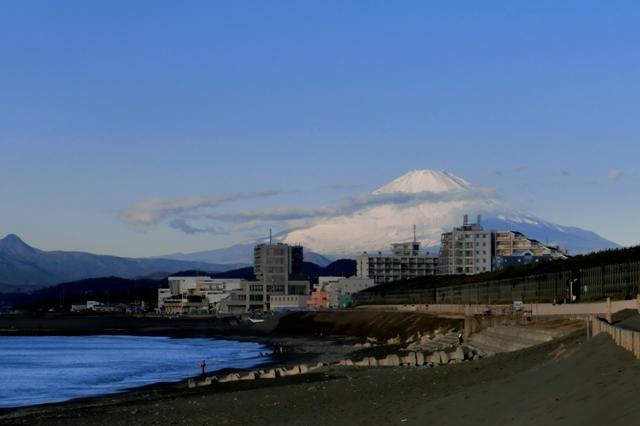 朝日に映える富士山