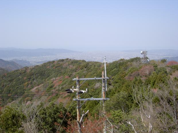 山頂から三原平野を見る