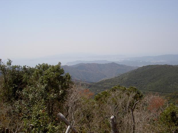 山頂から西を望む